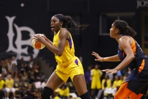 Basketstjärnor hyllar offer med specialtröjor