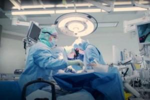 Patient kunde inte opereras akut • Vården efterlyser tydligare riktlinjer vid positiva covidtest
