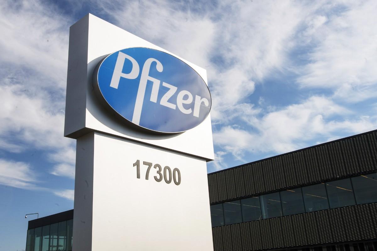 EU skriver avtal om Pfizervaccin