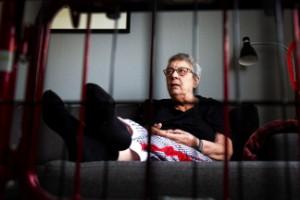 Hon får inte bo på äldreboende – trots lediga platser