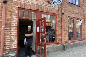 """Huldas kaffestuga i Nyköping tvingas till försäljning: """"Det går inte att jobba gratis"""""""