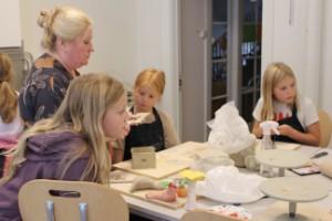 """Keramikboom i Strängnäs – Kulturskolan utökar sina kurser: """"Kul att pillra och forma"""""""