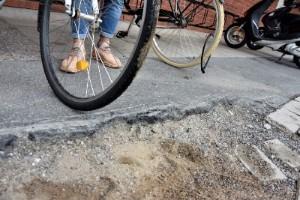 """Gammelstadsbor kräver upprustning av torget: """"Farligt"""""""