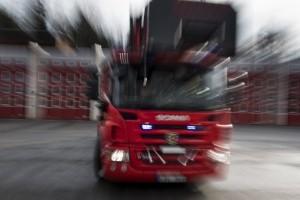 Storbrand härjar i flismassor i Tyresö