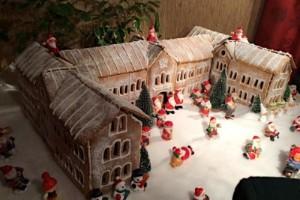 Politikern byggde ett pepparkakshus med stadshuset som modell