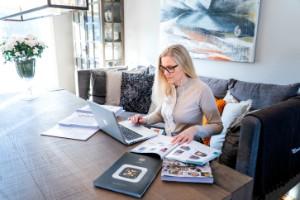 Populärt att kombinera jobb på kontoret med distansjobb