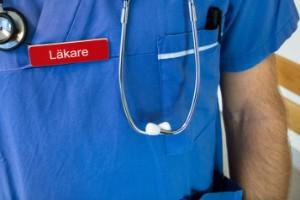 Misshandlande läkare fick sparken – och 400000