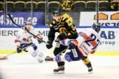 Den förre AIK-forwarden Henrik Hetta, mitten, lämnar Sverige för spel i danska Rungsted Seier Capital.