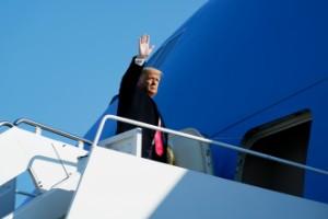 Trump lämnar Vita huset på installationsdagen