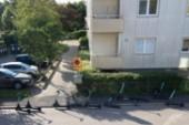 """Skolan stoppar elsparkcyklarna – då hamnar de hos grannarna: """"Det här måste få ett slut"""""""