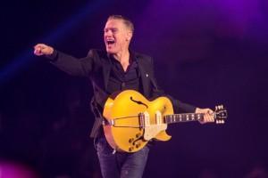 Adams flyttar fram Sverigekonserter – igen