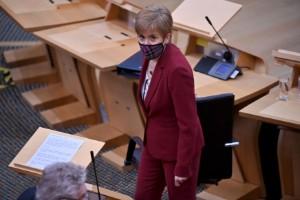 Sturgeon vill rösta om självständighet 2021