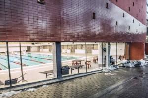 Låt dyra badhus gå i pension