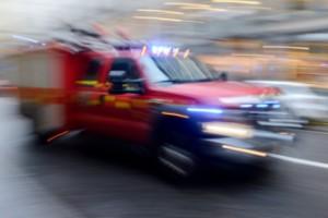 Larmet: bil brinner i Kärna