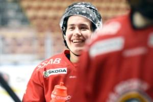 Behm efter klubbytet – hyllar J20-tränaren i Luleå