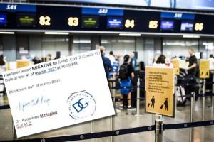 """Katrineholmare försökte flyga till London med falskt covidpass: """"Uppdiktad historia"""""""