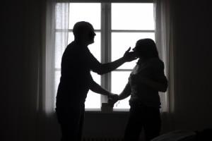 Släpptes från fängelset – attackerade sin fru på nytt