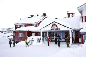 """Gäst på hotellet om festen i Riksgränsen: """"De kräktes ut genom fönstren"""""""