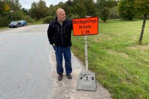 """Plötsligt händer det – kritiserad Häradsgata får asfalt: """"Spottar du på en sten så händer det saker"""""""