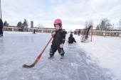 """Skoj på isen i Boxholm: """"Man vurpar men det gör inget"""""""