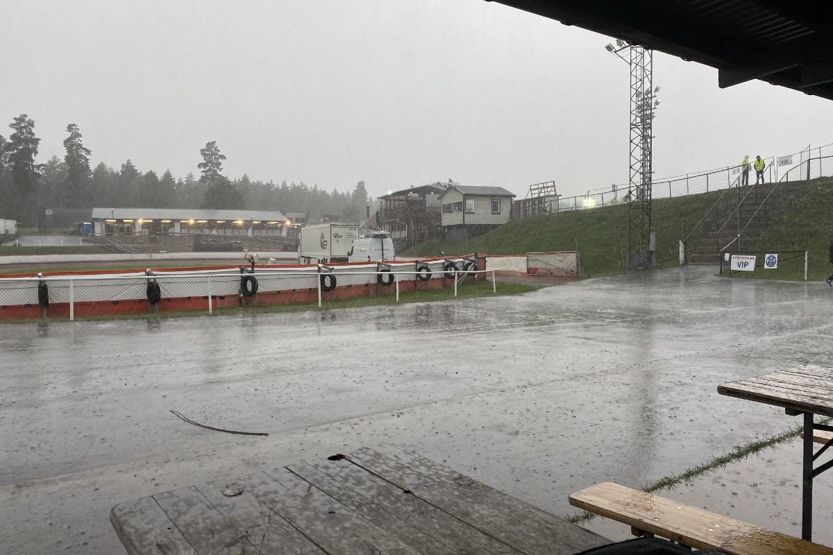 Starten för GP i Målilla skjuts fram på grund av regn