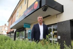 Kunderna kritiska: Kommer banken någonsin öppna?