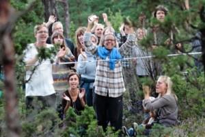 """""""Man undrar hur många som varit och njutit av naturen i Ojnareskogen sedan de sista ockupanterna lämnade platsen."""""""