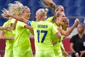 Sverige till OS-semi efter VAR-dramatik