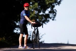 """Dennis, 72, cyklade 275 mil – hittade bageri i ödemarken: """"Fick nypa mig i armen"""""""