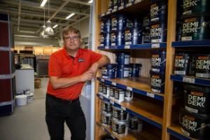 """Global färgbrist kan drabba Piteås färgbutiker: """"Efterfrågan är större än tillgången just nu"""""""