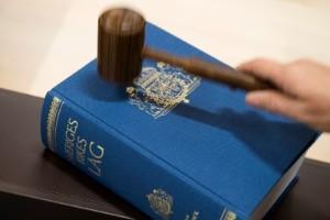 Man åtalas för våldtäkt mot sovande kvinna