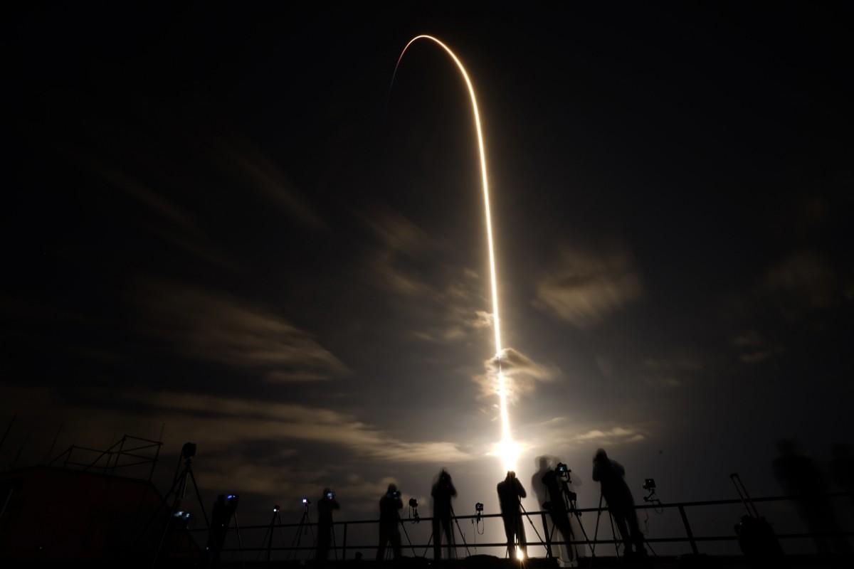 """Ut i rymden med begagnad """"Tesla"""""""