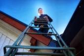 I mer än 30 år har han klättrat på Älvkarlebys tak